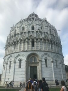 Building outside the leaning tower of Pisa