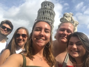 Students posing with the leaning tower of Pisa