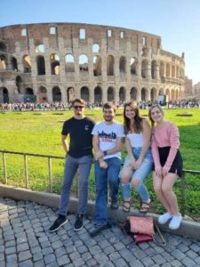 students outsiode the colosseum
